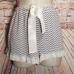 ❤ Kensie | Short Shorts w/Geometric Wave Pattern